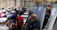 إسرائيل تضع ممرات حديدية في باب الأسباط