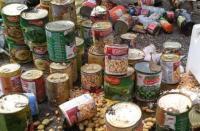 إتلاف 3 أطنان مواد غذائية منتهية الصلاحية في العقبة