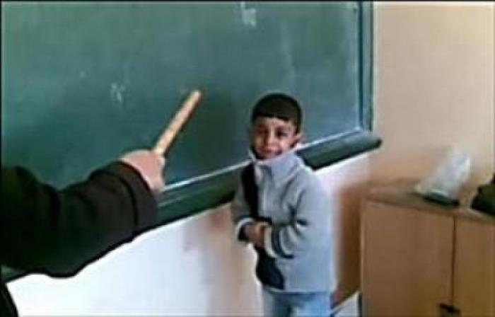 """الدفاع المدني يسعف طالب ضربه معلم بسبب """"ساندويش"""""""
