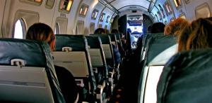 خلل فنيّ يعرض مسافري طائرة مدنية للاختناق