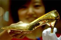 إيطالي ينوي صناعة أحذية من ذهب