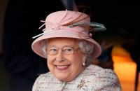 ممنوع الذهاب للحمام ..  9 حقائق مثيرة عن حراس ملكة بريطانيا