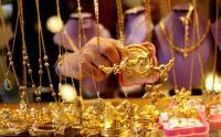 الذهب ينخفض
