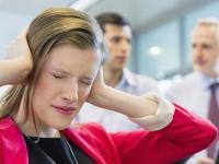 النساء تتوتر أكثر من الرجال في العمل