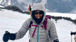 مصرية مصابة بالسكري تصل قمة أعلى جبل في أوروبا