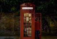 أكشاك هواتف لندن الحمراء ..  تبيع الفلافل