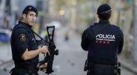 إسباني يهاجم الشرطة عارياً  ..  أنا مصاب بالكورونا