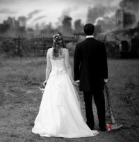 مصرع عروسين بشقتهما عقب زفافهما بساعات