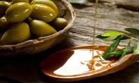 فوائد مذهلة لتناول زيت الزيتون على معدة خاوية