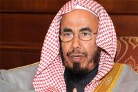 """مفتي سعودي ينصح متصلًا باللجوء للشيخ """"غوغل"""" - فيديو"""