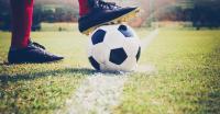 أول دولة بالعالم تلغي دوري كرة القدم