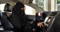 """لأول مرة في السعودية  ..  """"أوبر"""" توظف سائقات"""