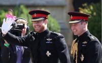بالصور - حبيبة الأمير هاري السابقة تمنع نفسها من البكاء في حفل زفافه