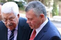 عباس يهنئ الملك بالاستقلال 74