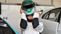 أول سيدة سعودية في سباق للسيارات