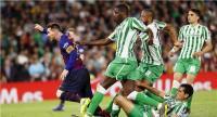 برشلونة يسحق ريال بيتيس برباعية