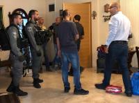 الإحتلال يعتقل وزير شؤون القدس