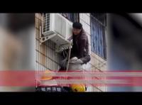 معاق ينقذ امرأة حامل من الموت  - فيديو