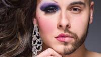عارضة أزياء متحولة جنسياً تخطف الأضواء -صور