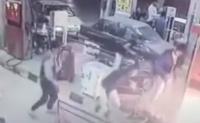 انفجار دراجة نارية أثناء تزودها بالوقود في إيران - فيديو