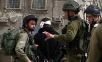 الاحتلال يعتقل 14 فلسطينيا بالضفة