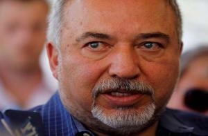 """وزير الجيش الإسرائيلي السابق يقاضي """"جوجل"""""""
