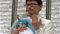 ياباني يتزوج بمغنية افتراضية ويقيم حفل زفاف رسميا
