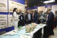 المولا يفتتح معرض كلية العمارة في جامعة البترا