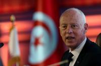الرئيس التونسي يعفي مسؤولين من مهامهم