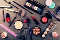 دراسة جديدة تحذر من مستحضرات التجميل