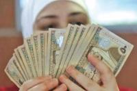 المقترضون: 45% من دخلهم الشهري للبنوك