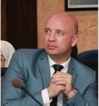 الملاح نائب عميد كلية الصيدلة في البترا