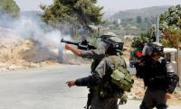 الاحتلال يطارد عمالا بقنابل الغاز غرب جنين
