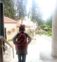 المفلح: فتيات شارع مكة يتوجهن لأول مرة إلى المدرسة