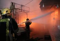 حريق عدد كبير من المحلات والبسطات في مجمع رغدان