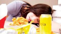 4 أشياء يُمنع فعلها بعد الأكل مباشرة
