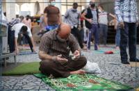 نصائح حكومية للمصلين عند ذهابهم للمساجد