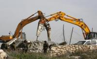 الاحتلال يهدم 3 منازل في الخليل