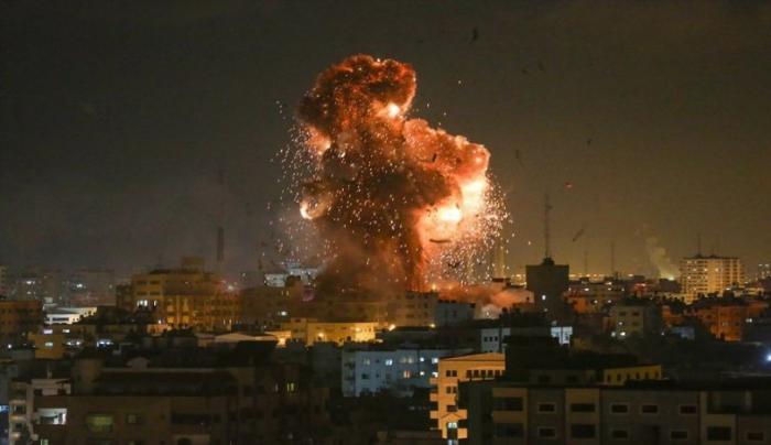 استهداف معظم المقرات الحكومية في غزة بشكل جنوني