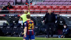 تقرير: إدارة برشلونة تخطط لإقالة كومان حتى لو فاز بالليغا