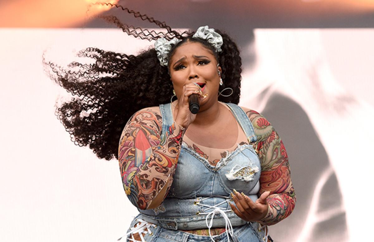 """مغنية """"ثقيلة الوزن"""" ترد على مقتل واحد من الجمهور سقطت عليه"""