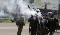 اصابة 13 فلسطينيا بإطلاق الاحتلال قنابل الغاز