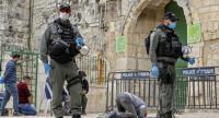 الاحتلال يعتقل فلسطينيين وتعيق وصولهم إلى الاقصى