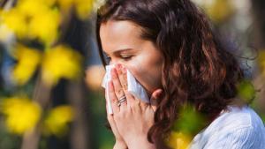 كشف عدد الأيام التي يظل فيها المصاب بكورونا ناقلا للعدوى