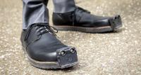 """حذاء جديد يجعل حركة """"المكفوفين"""" أكثر أمانا"""