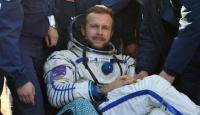 عودة مخرج أول فيلم في الفضاء إلى الأرض
